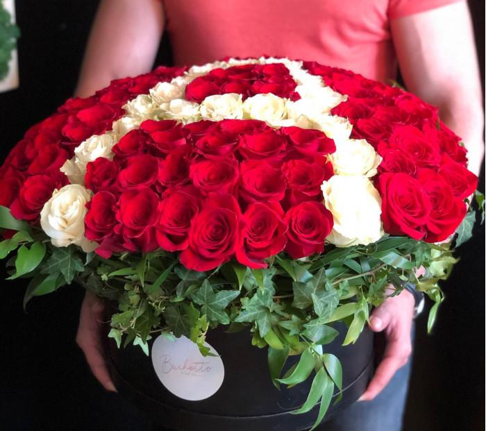 Cutie cu initiale 101 trandafiri