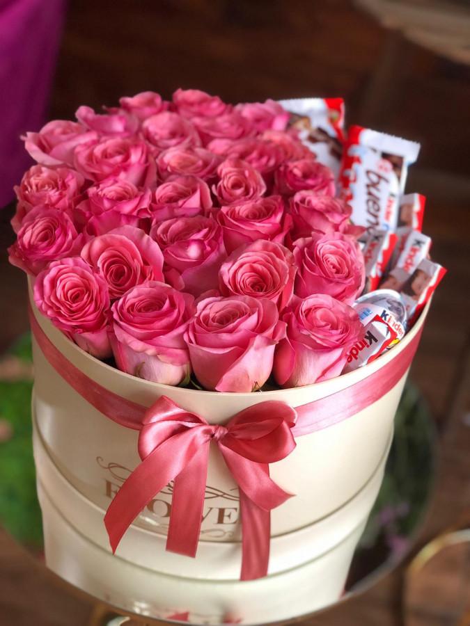 Cutie cu trandafiri si Kinder's