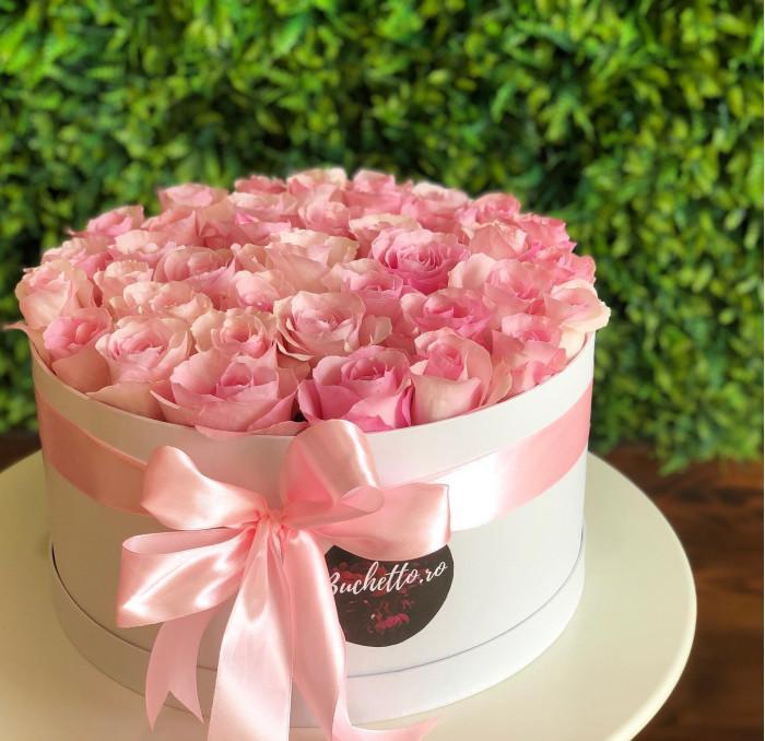 Cutie senzationala din trandafiri roz parfumati