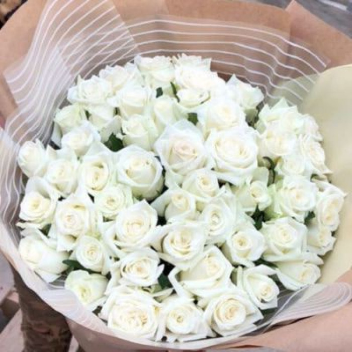 Buchet de trandafiri albi care impresioneaza!