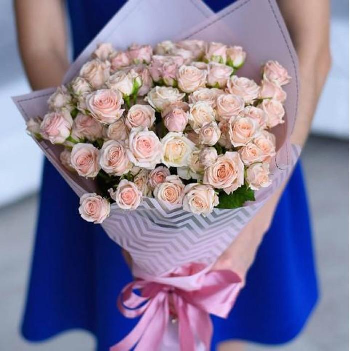 Buchet din 65 butoane de trandafiri mini