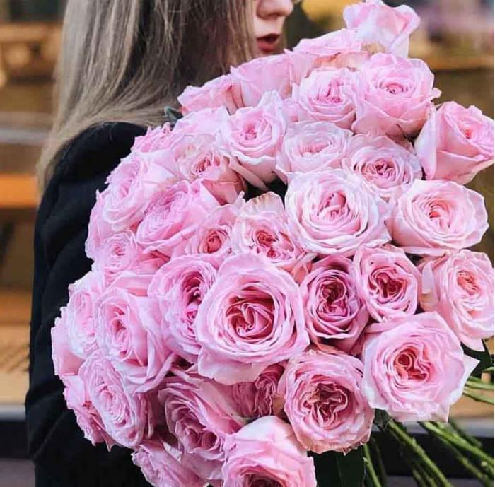Buchet de trandafiri roz, 25 flori, 50 cm