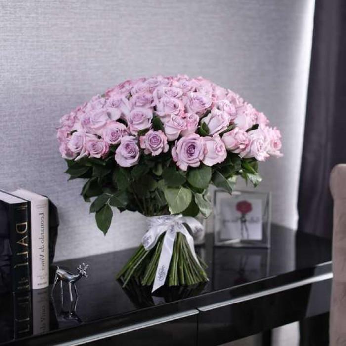 Buchet de trandafiri violet