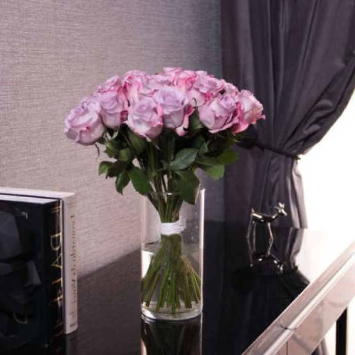 Buchet de trandafiri violet in vaza 50CM