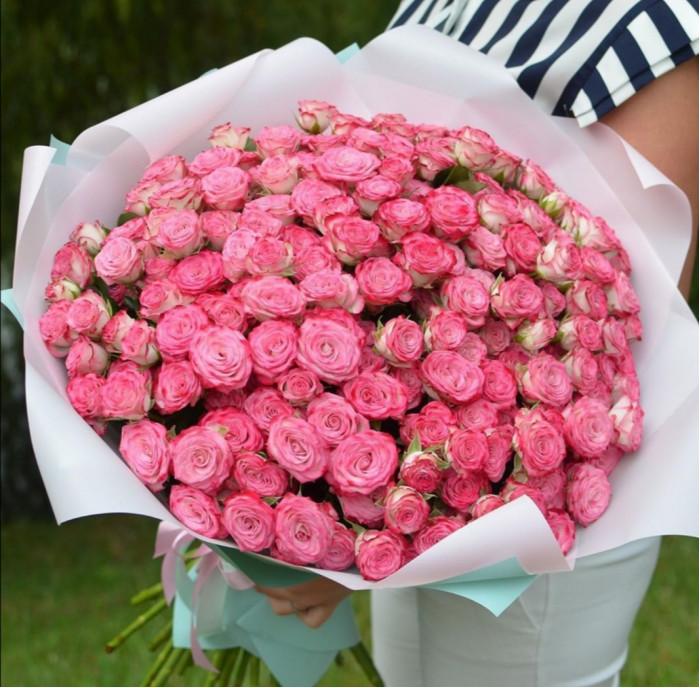 Buchet superb din trandafiri roz