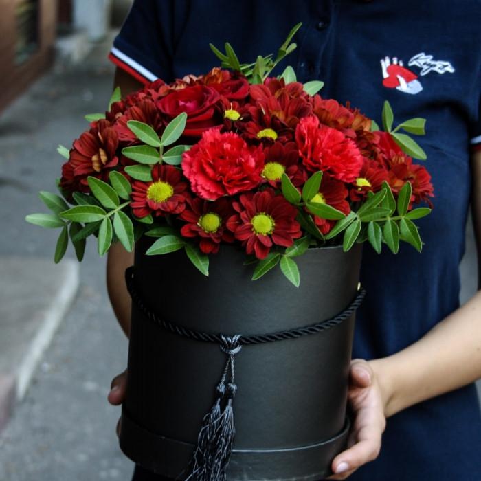 Cutie magnefica din Trandafiri, Garoafe si Crizanteme
