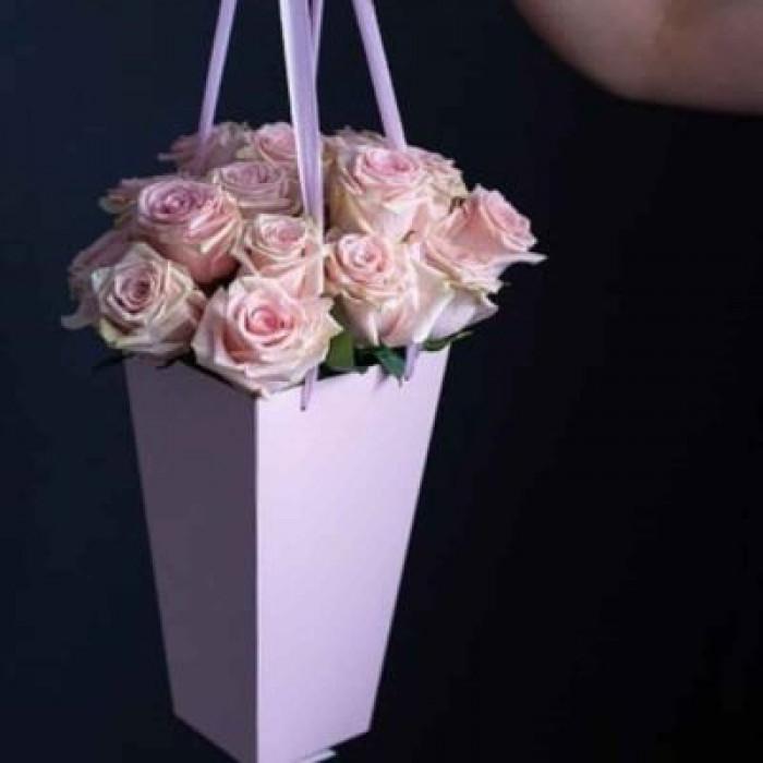 Trandafiri Roz, rosii sau albi in cutie violeta