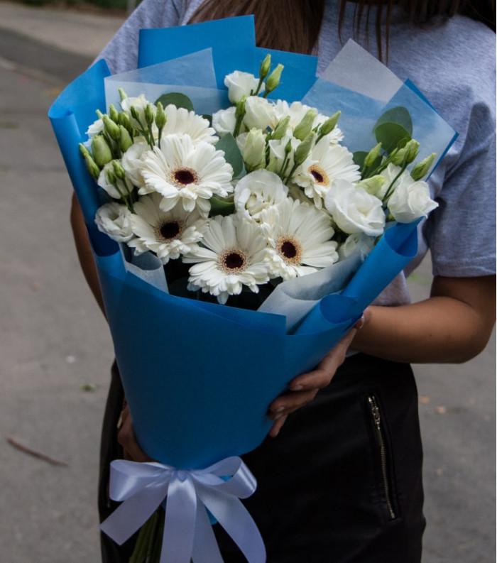Buchet de flori - Gerbera și Lisiantus