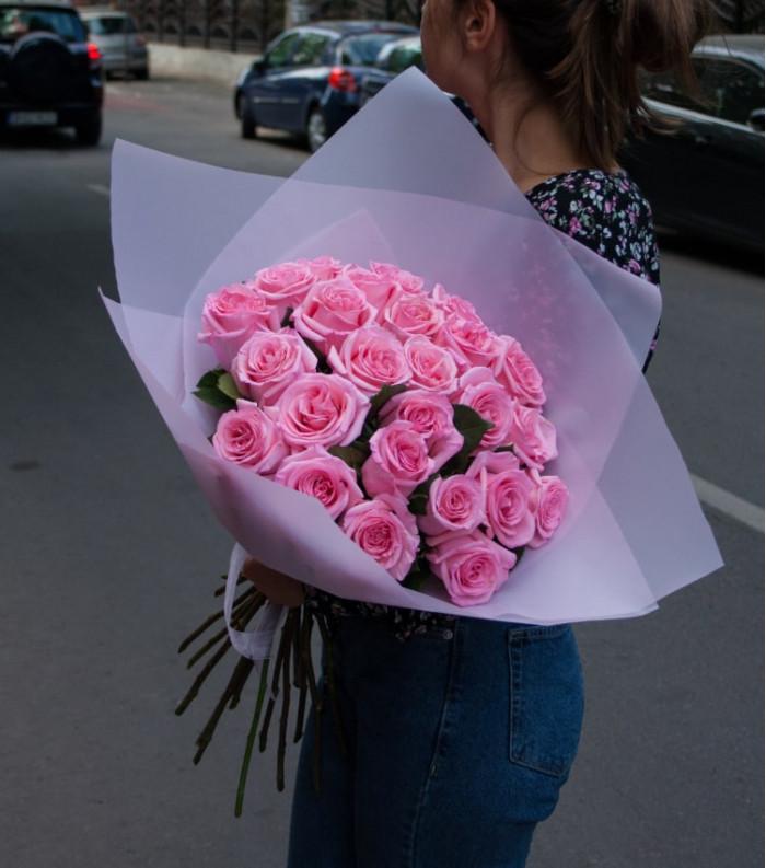 Buchet de trandafiri Roz în ambalaj Kraft
