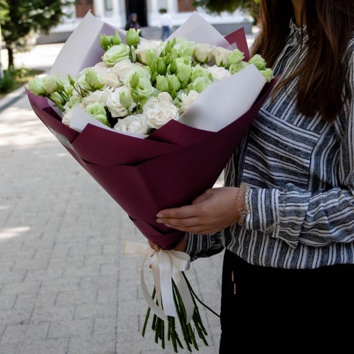 Buchet din Lisiantus alb si Mini Trandafiri