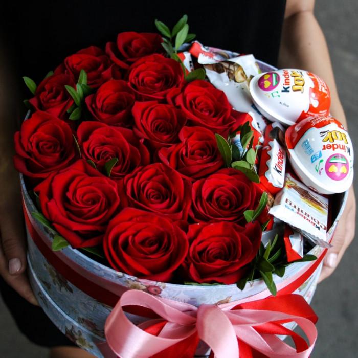 Cutii cu trandafiri si dulciuri