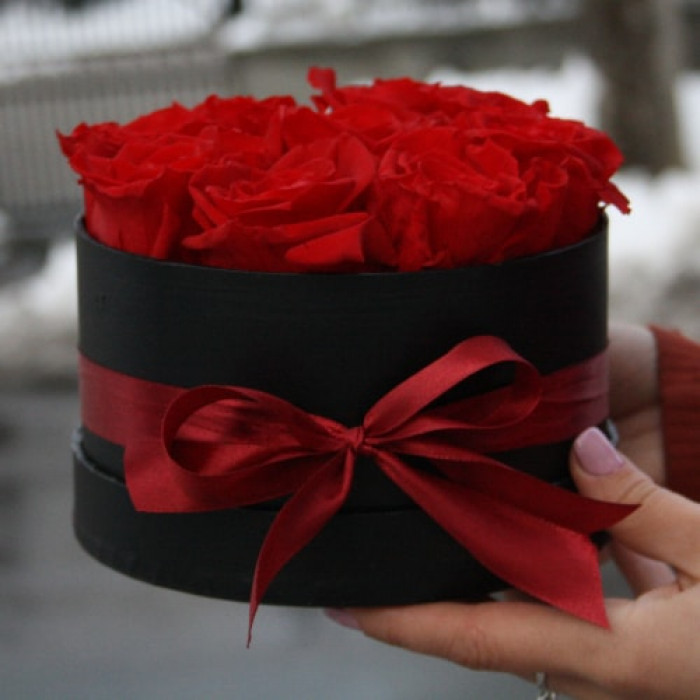 Cutie neagra cu Trandafiri Criogenati Rosii