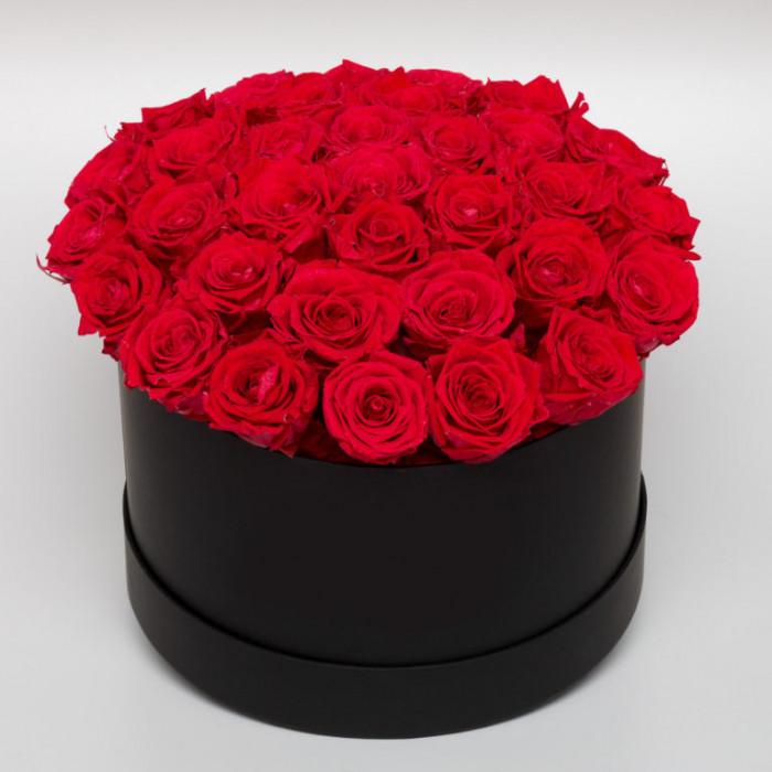 Cutie neagra rotunda cu Trandafiri Criogenati