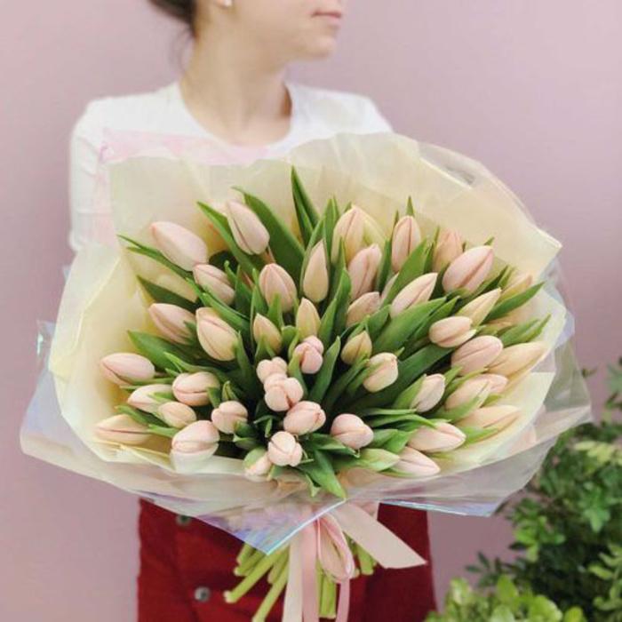 Buchet din Flori de Primavara - Lalele Crem