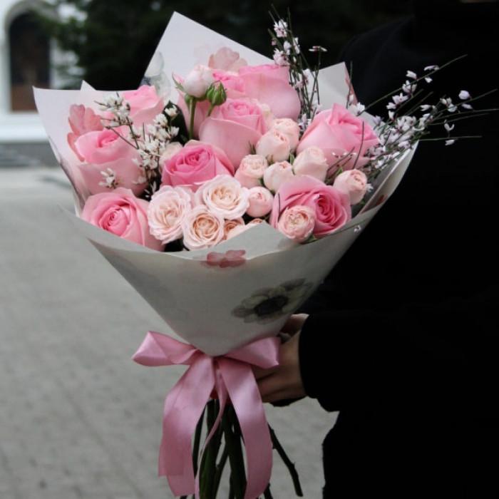 Buchet din Trandafiri si Mini-rosa Roz