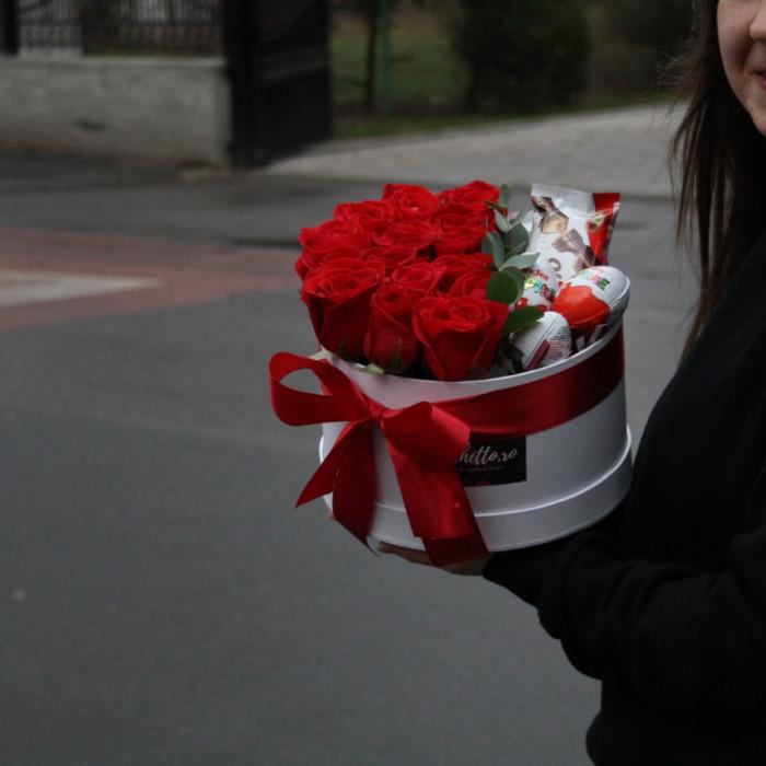 Cutie eleganta din Trandafiri Rosii si Kinders