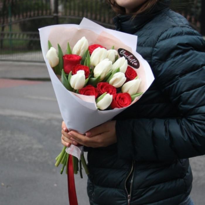 Buchet Martisor din Trandafiri Rosii si Lalele Albe