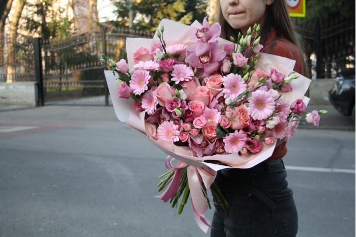 Buchet Mixt din Orhideea Gerbera si Mini-Trandafiri