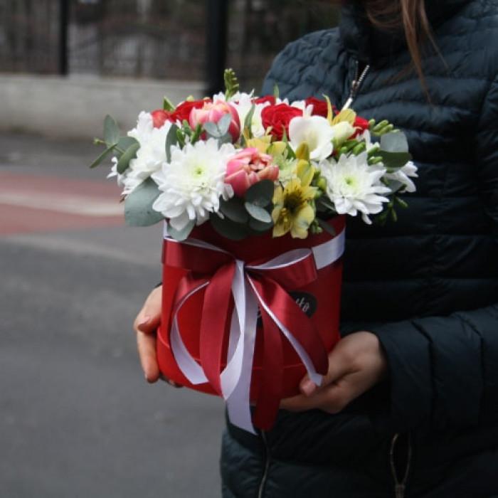 Cutie din flori de Primavara