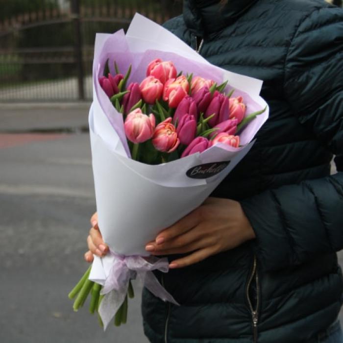 Buchet multicolor de Lalele cu ambalaj Roz