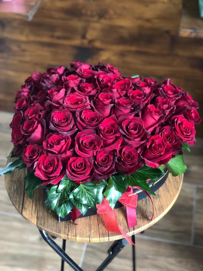 Inima cu 51 de trandafiri