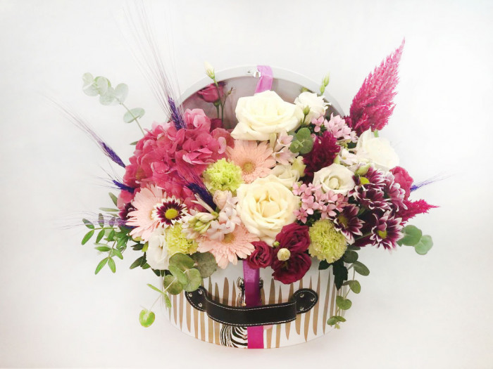 Mix de flori în cufăr
