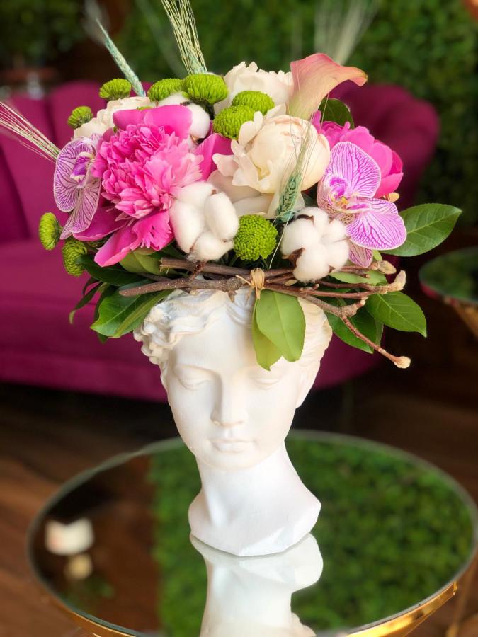 Aranjament cu bujori si flori de bumbac in vaza Venus
