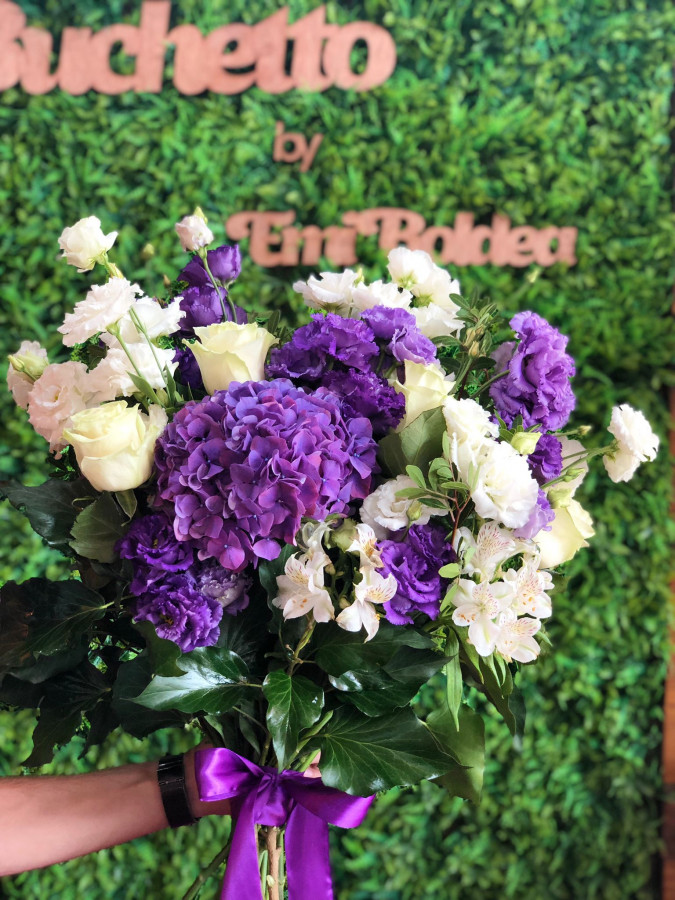 Buchet de flori cu hortensie mov