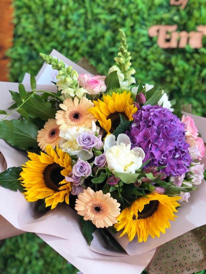 Buchet de vara cu floarea soarelui și hortensie
