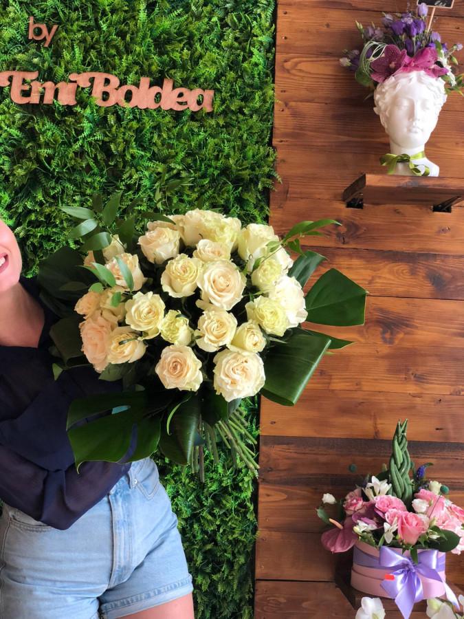Buchet mare trandafiri albi